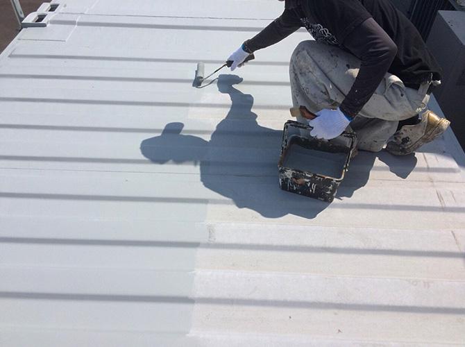 コンテナの屋根の塗装
