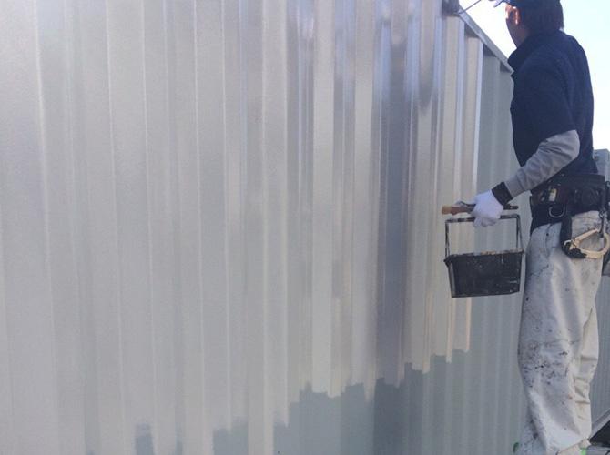 コンテナの中塗り塗装