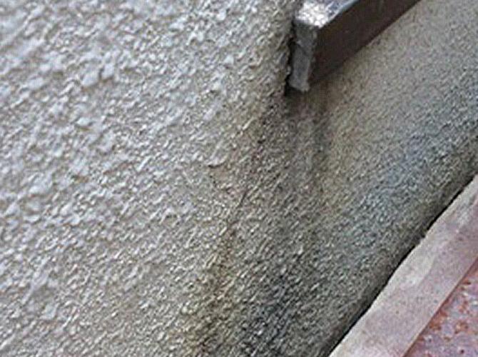 外壁のクラック補修前