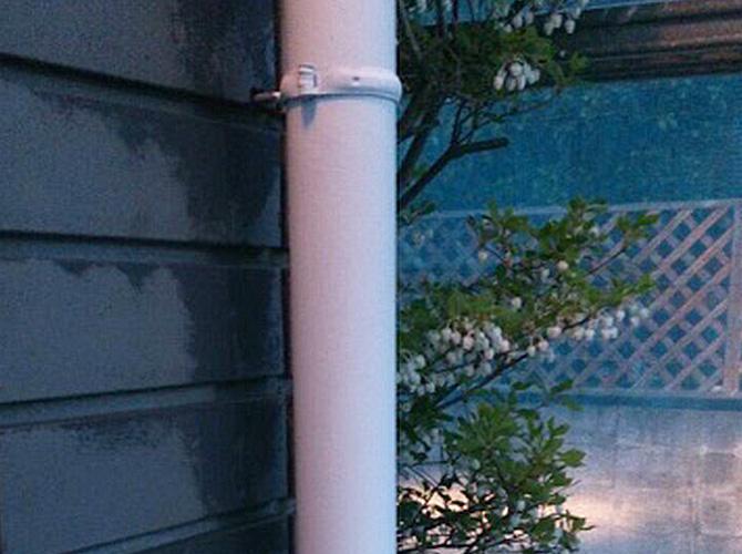 雨樋(竪樋)の下塗り