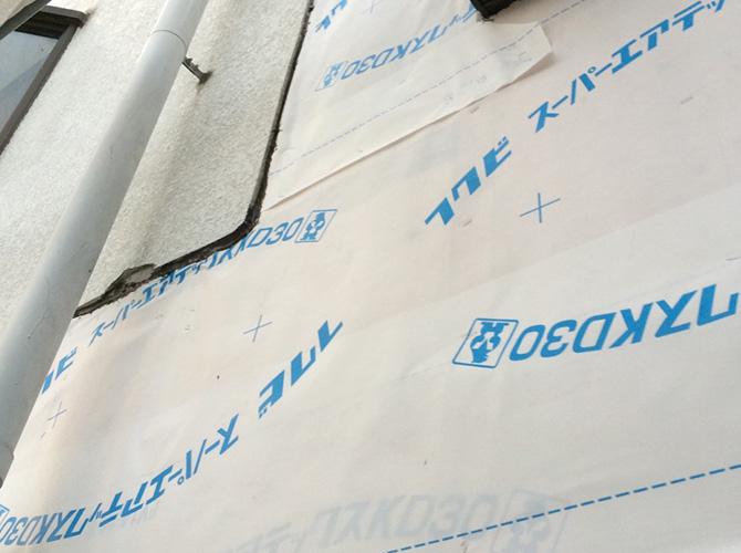 透湿防水シートを設置し建物を結露から守ります。