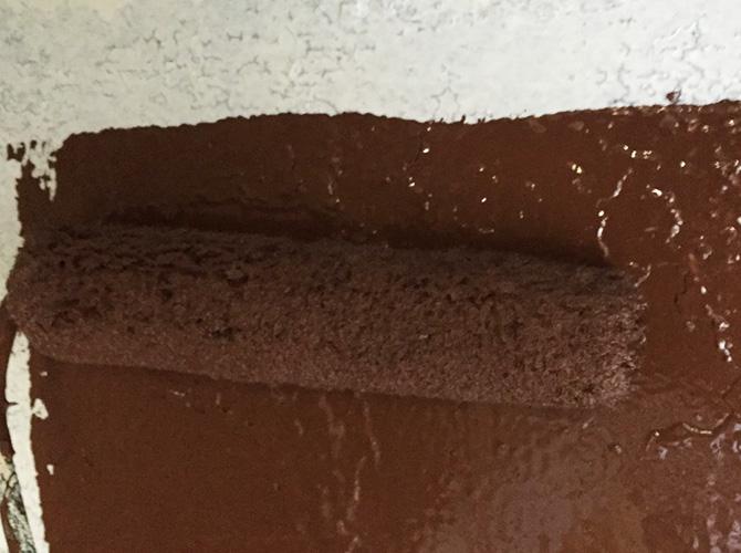 鉄骨階段の中塗り施工中のようすです。