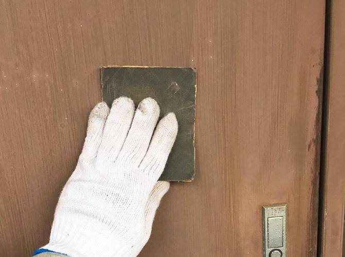 PS扉のケレン清掃中