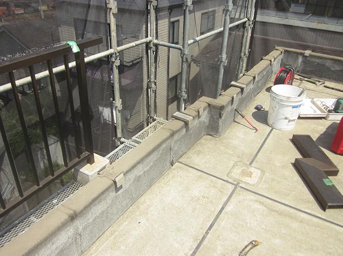 屋上の防水工事の施工前の状態です。