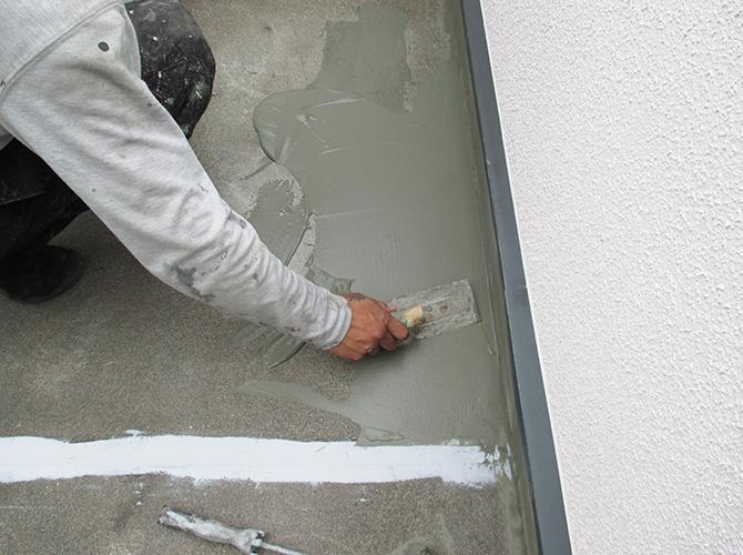 床部分の下地調整の施工中です。