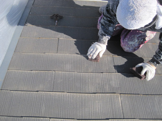 屋根塗装前のケレン清掃