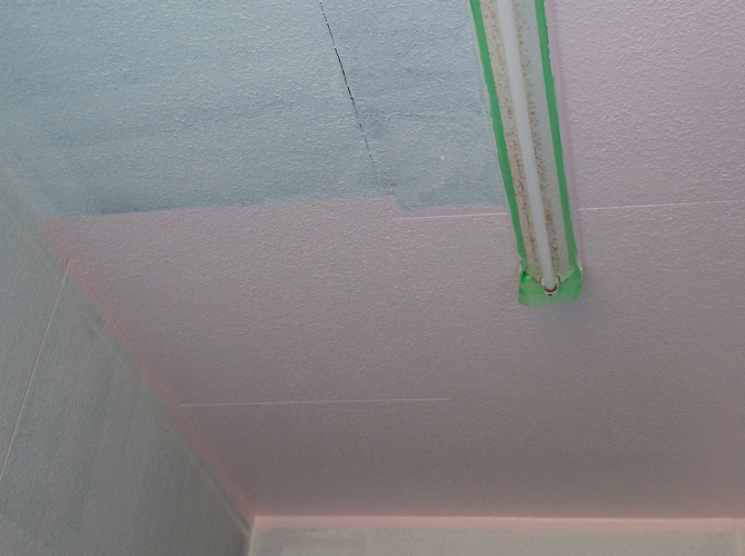 駐車場(天井)の中塗り施工中