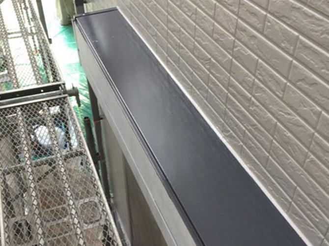 シャッターBOXの中塗り施工完了後のようすです。