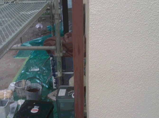 雨樋(竪樋)の上塗り施工完了後のようすです。