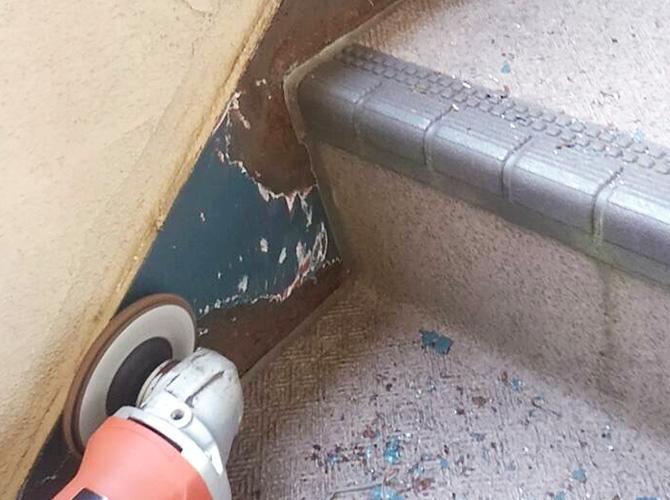 鉄骨階段のケレン清掃
