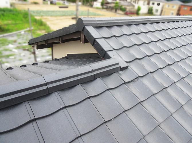 瓦から瓦への屋根の葺き替え工事の完了です。