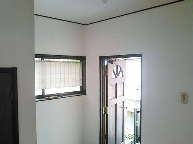 玄関周りの塗装完了後のようすです。