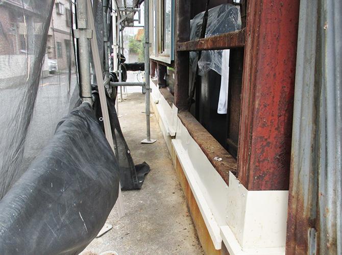外壁サイディングの張り替え施工中です。