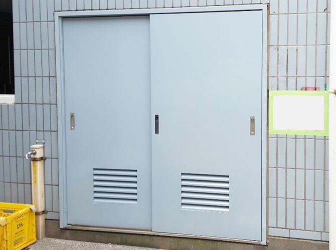 東京都板橋区マンションのゴミ置き場鉄扉塗装工事の施工後