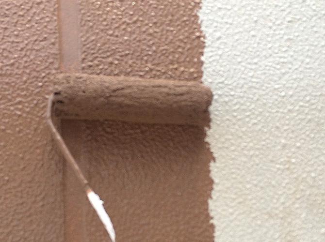 バルコニー壁の中塗り