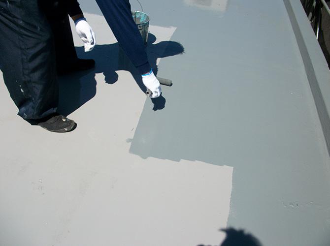 屋上防水工事の施工中のようすです。