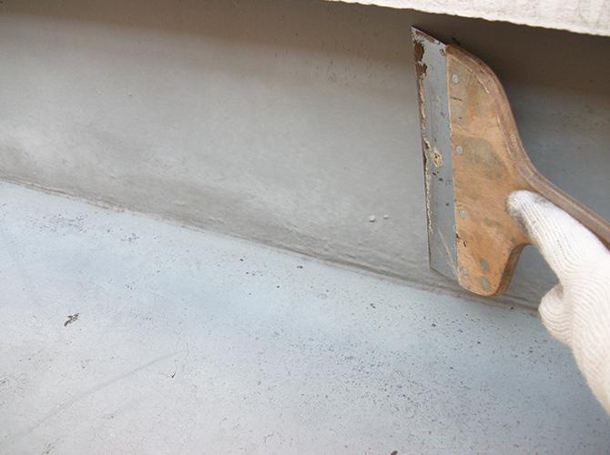 クラックなどは補修後に防水を施工します。