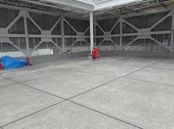 屋上の床目地補修工事の施工完了後です。