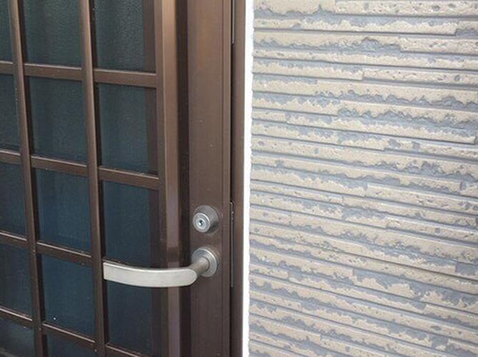 ドア廻りのシール補修完了後のようすです。