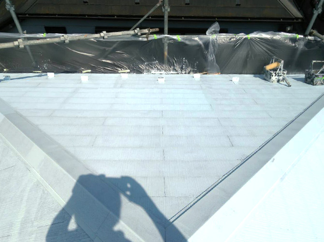 屋根塗装の下塗り施工完了後