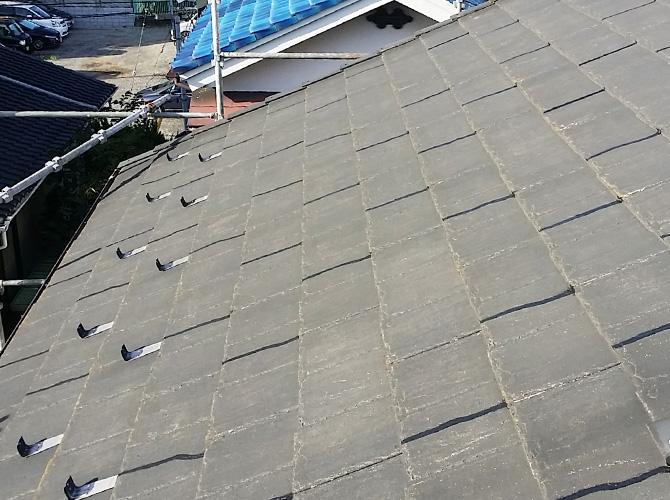 屋根のひび割れもしっかりと補修させていただきます。
