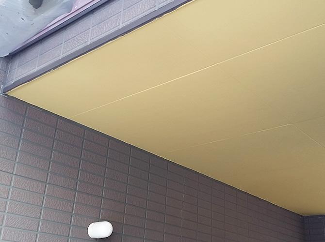 駐車場天井の塗装完了後のようすです。