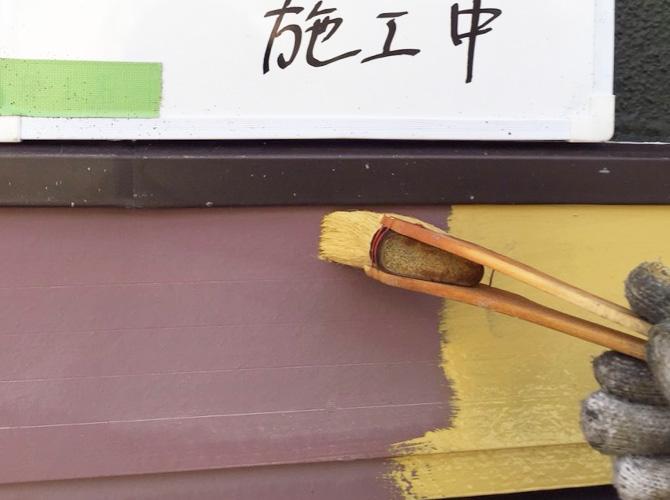 帯塗装の下塗り施工中のようすです。