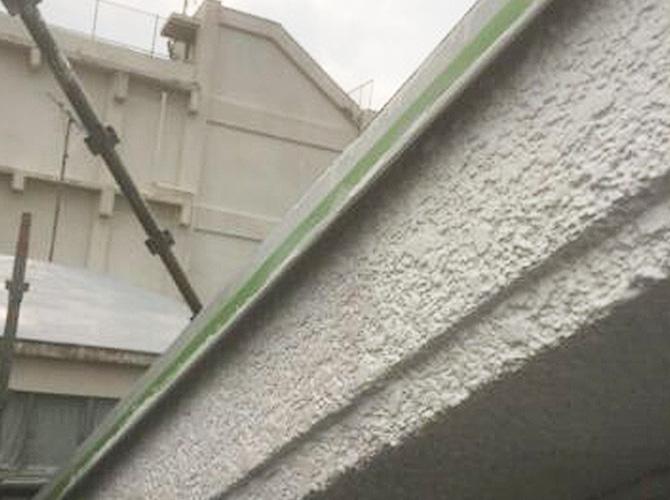 軒天井の塗り替え前のようすです。