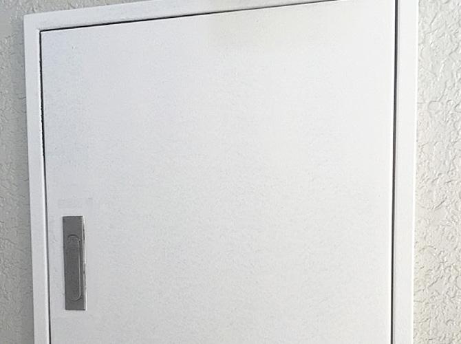 PS扉塗装の施工中のようすです。