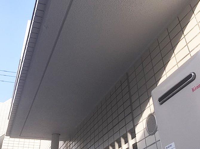 軒天井塗装の施工前のようすです。