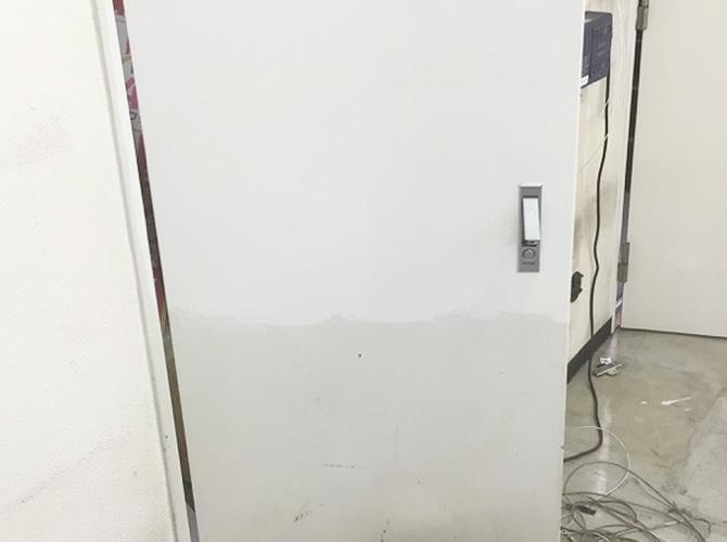 MB扉の塗装中