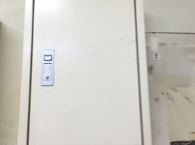 東京都港区日本橋の店舗内装塗装工事の施工前
