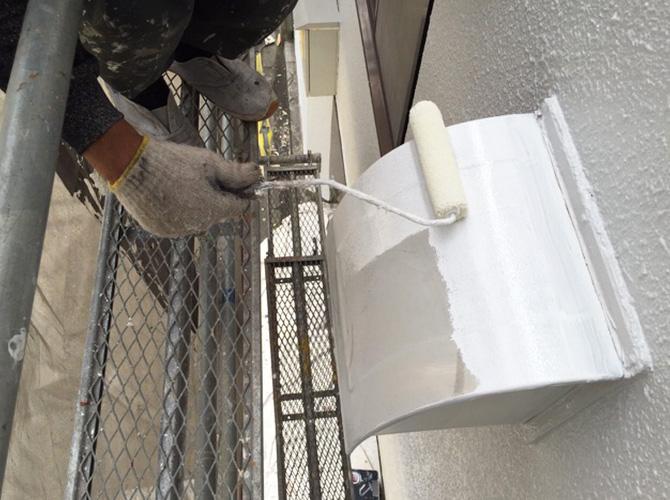 換気フード塗装の施工中です。