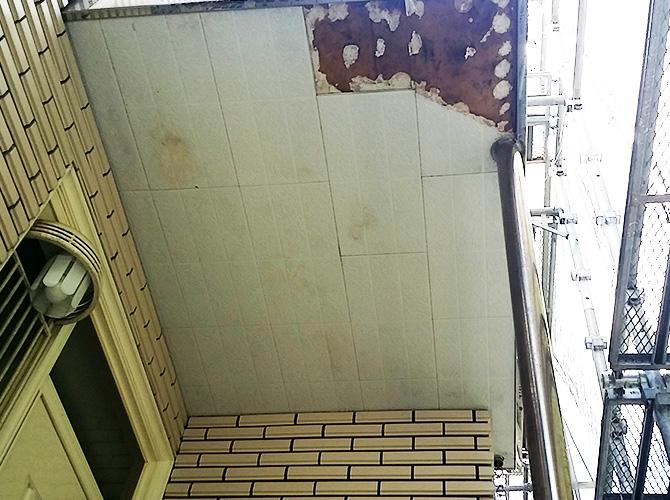 軒天井の劣化部分の張り替え施工前です。
