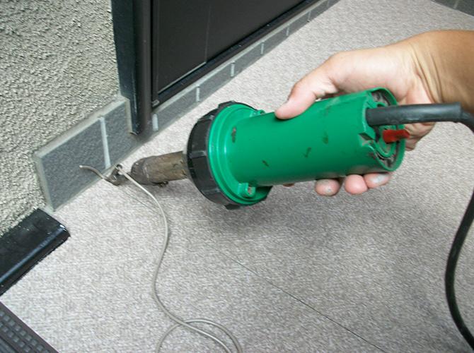 床部分のシートの繋ぎ目を溶接で接合します。