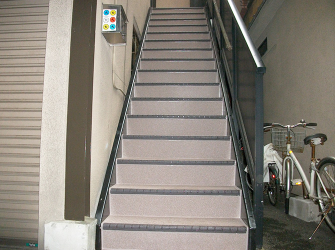 階段や共用廊下などの長尺工事もお任せ下さい。