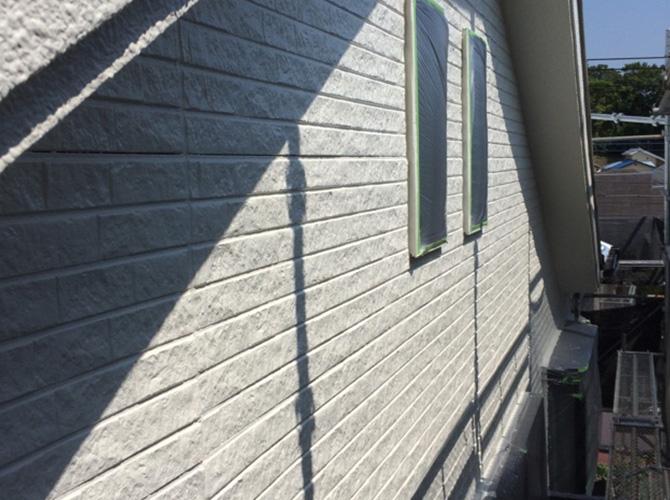 外壁塗装の上塗り完了後のようすです。