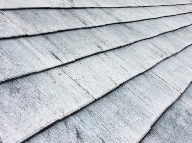 屋根全体のタスペーサー設置完了後です。