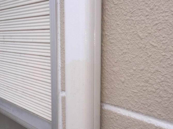 雨樋(竪樋)塗装の施工中のようすです。