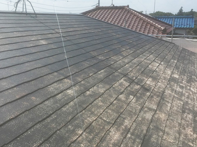 屋根塗装工事の施工前のようすです。