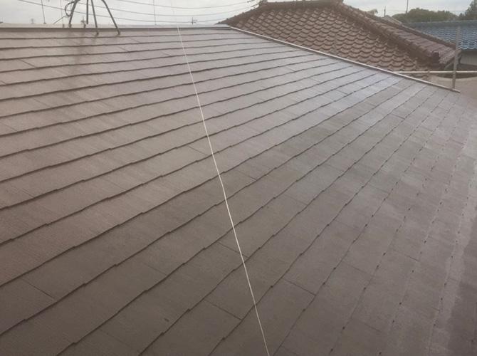 屋根塗装工事の施工中です。