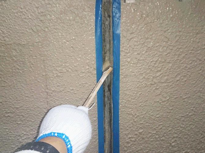プライマー(接着剤)の塗布施工中です。