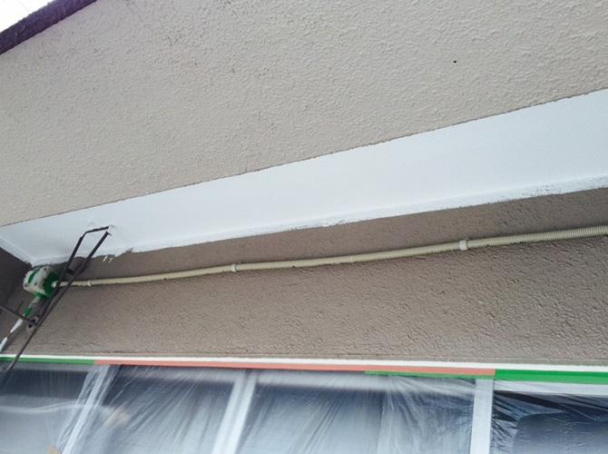 軒天井の下塗り施工完了後のようすです。