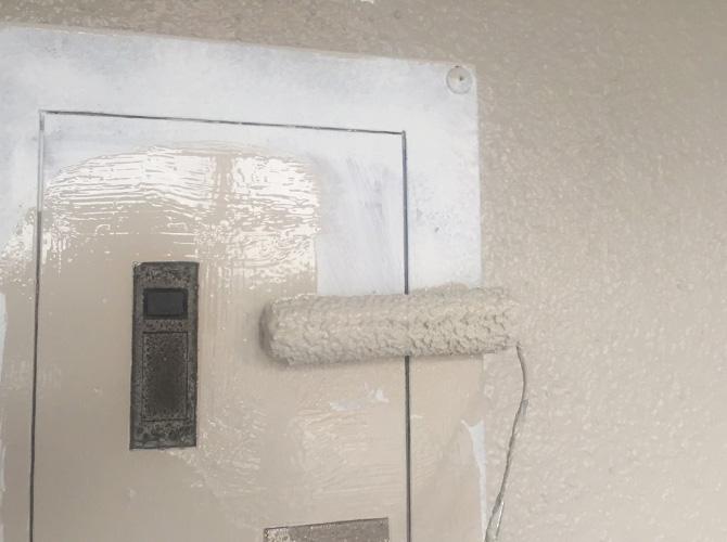 外壁以外の鉄部などもしっかりと塗装します。