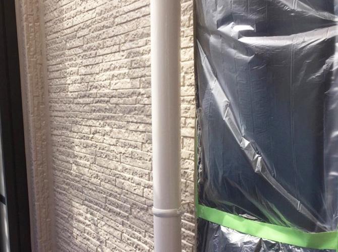 雨樋(竪樋)塗装の施工完了後のようすです。