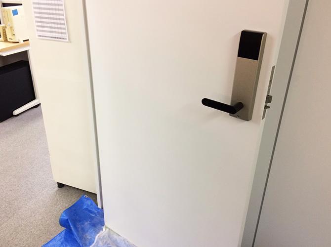 ドアのみなどの部分補修も承っています。
