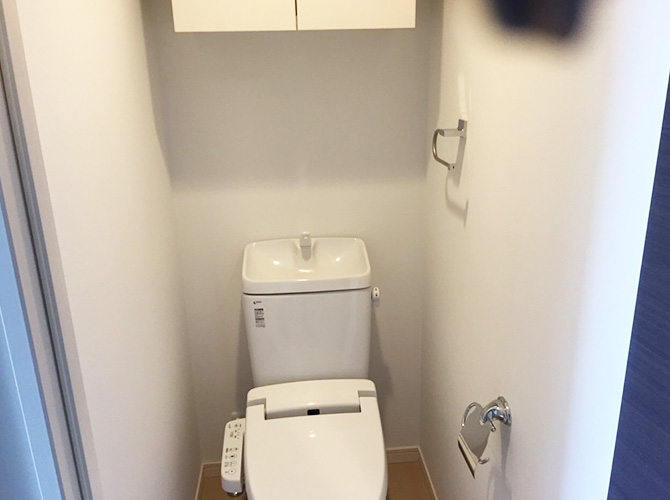 トイレ内の壁の塗装完了後のようすです。