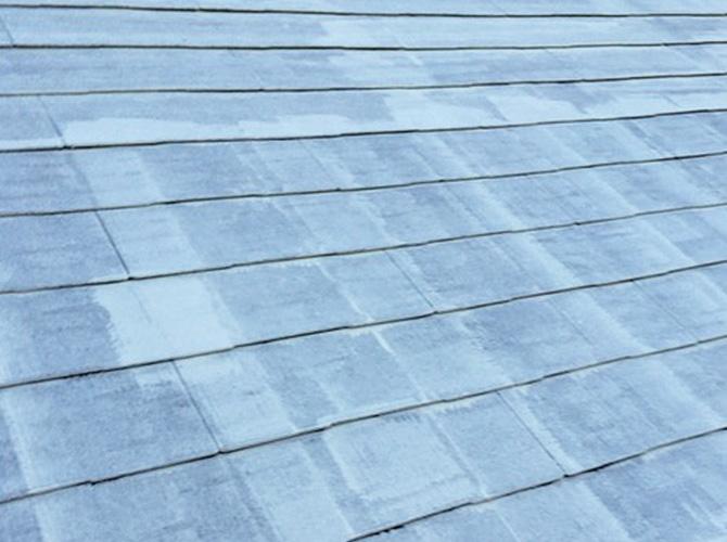 屋根の下塗り施工完了後のようすです。