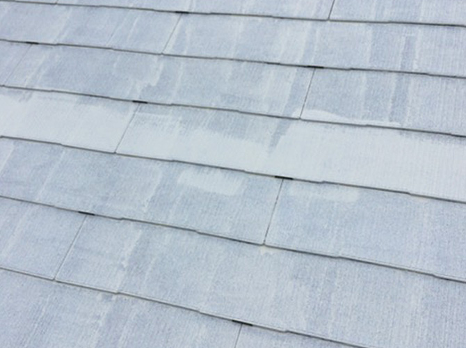 屋根全体にタスペーサーを設置したようすです。