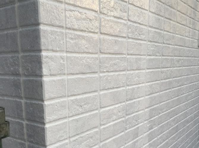 外壁塗装の下塗り施工完了後のようすです。